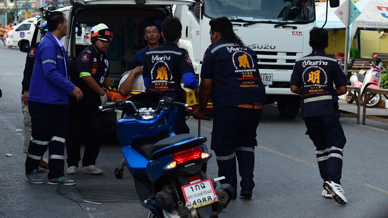 Thai rescue workers carry an injured man on a stretcher after a small bomb exploded in Hua Hin on August 12, 2016. At least four people have been killed in eight bomb blasts that have hit across Thailand in the past 24 hours, in the resort town of Hua Hin and southern provinces, authorities said. MUNIR UZ ZAMAN / AFP