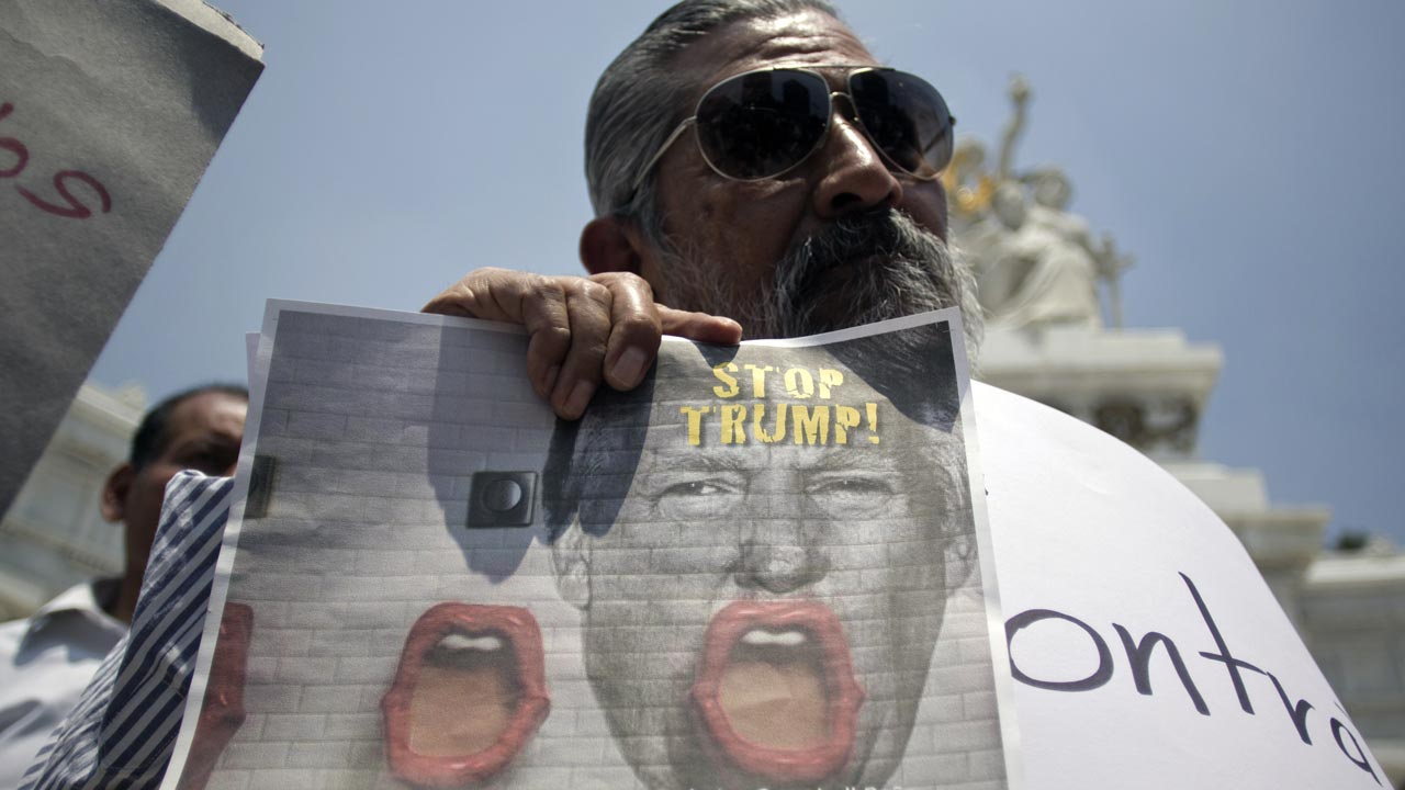 A demonstrator protests against the imminent visit of US presidential candidate Donald Trump to Mexico, in Mexico City on August 31, 2016. Donald Trump was expected in Mexico Wednesday to meet its president, in a move aimed at showing that despite the Republican White House hopeful's hardline opposition to illegal immigration he is no close-minded xenophobe. Trump stunned the political establishment when he announced late Tuesday that he was making the surprise trip south of the border to meet with President Enrique Pena Nieto, a sharp Trump critic. PHOTO: Alejandro AYALA / AFP