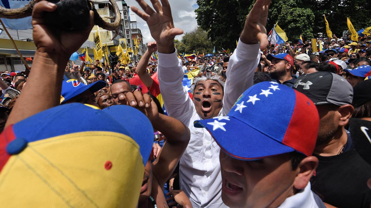 Opposition activists march in Caracas, on September 1, 2016. Venezuela's opposition and government head into a crucial test of strength Thursday with massive marches for and against a referendum to recall President Nicolas Maduro that have raised fears of a violent confrontation. JUAN BARRETO / AFP