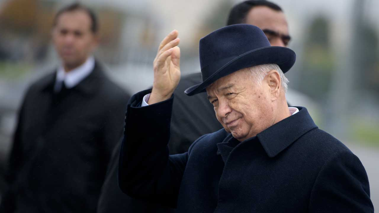 """(FILES) This file photo taken on November 01, 2015 shows Uzbek President Islam Karimov gesturing after greeting US Secretary of State John Kerry at Samarkand Airport in Samarkand. Strongman Uzbek leader Islam Karimov is in critical condition after his health worsened """"sharply"""" days after he suffered a stroke, an official statement said on September 2, 2016. BRENDAN SMIALOWSKI / POOL / AFP"""