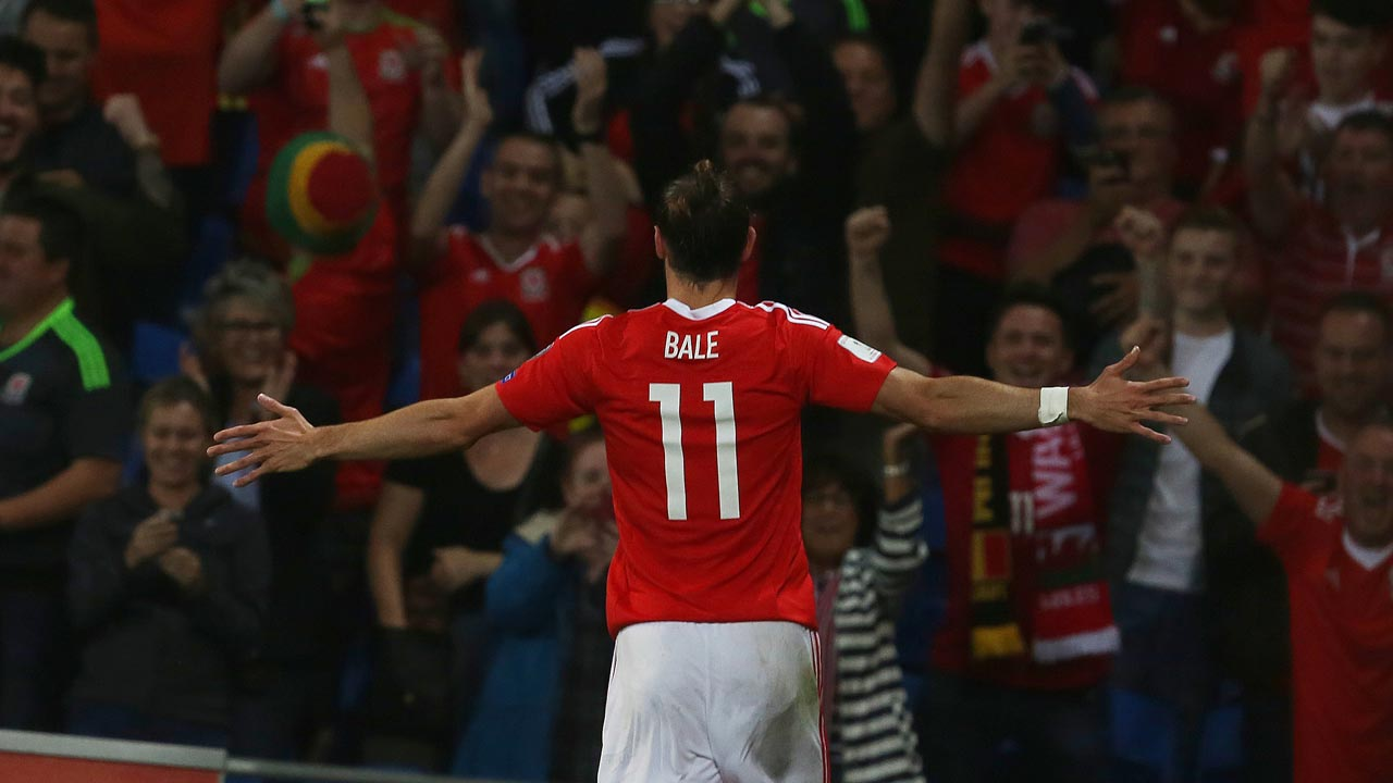 Wales' forward Gareth Bale celebrates scoring his team's third goal during the World Cup 2018 football qualification match between Wales and Moldova at Cardiff City Stadium in Cardif, south Wales, on September 5, 2016. GEOFF CADDICK / AFP