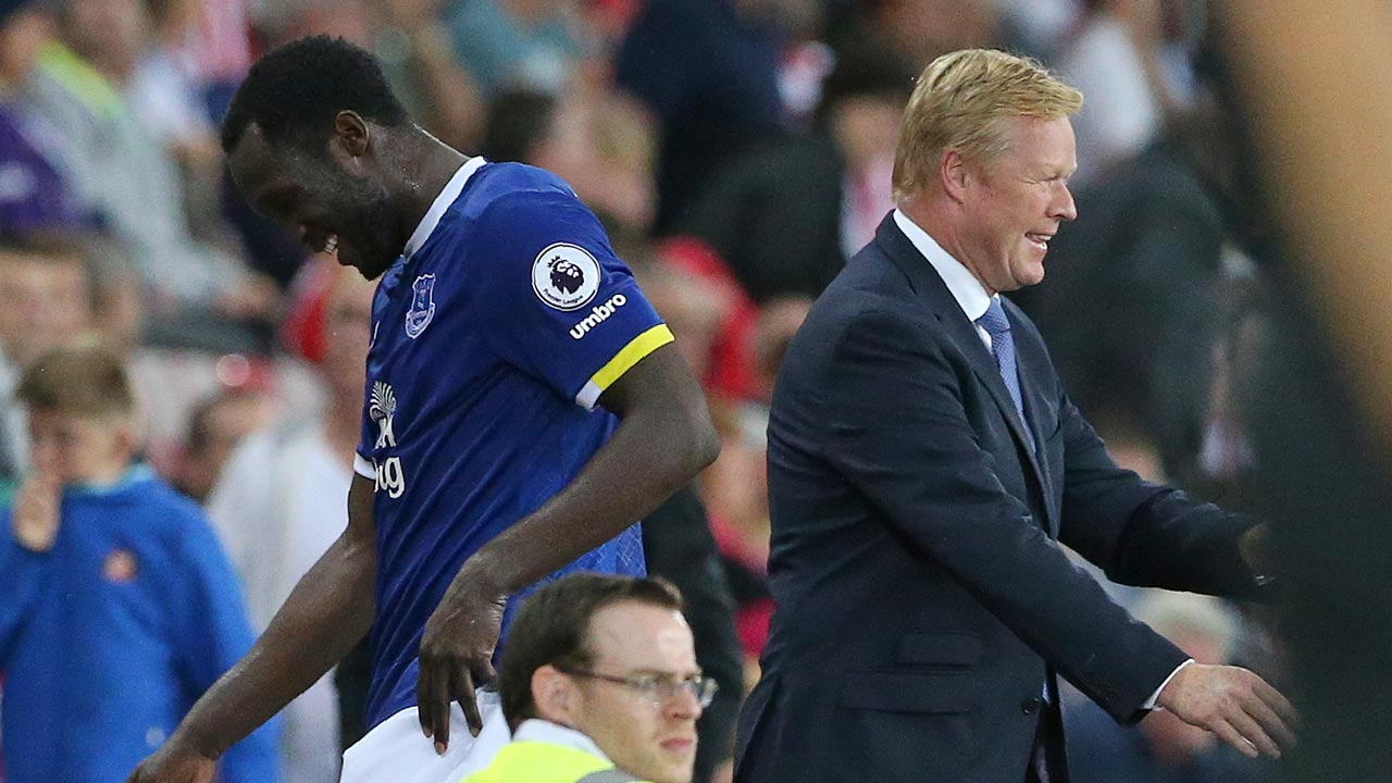 Everton's Dutch manager Ronald Koeman (R) reacts after congratulating Everton's Belgian striker Romelu Lukaku as he is substituted off the pitch during the English Premier League football match between Sunderland and Everton at the Stadium of Light in Sunderland, north-east England on September 12, 2016. Everton won the match 3-0. SCOTT HEPPELL / AFP