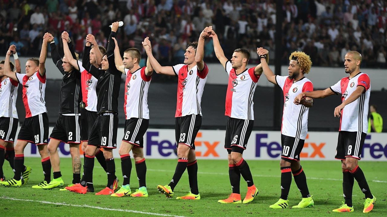 Feyenoord's players celebrate after winning at the end of the UEFA Europa League football match between Feyenoord Rotterdam and Manchester United at the Feyenoord Stadium in Rotterdam on September 15, 2016. Feyenoord won the match 1-0. EMMANUEL DUNAND / AFP