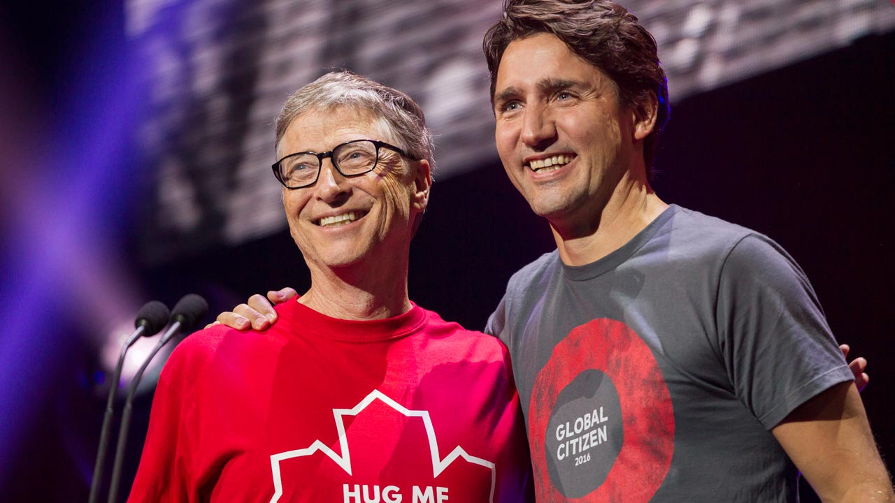 Philanthropist Bill Gates receives a hug from Canadian Prime Minister Justin Trudeau during the Global Citizen Concert to End AIDS, Tuberculosis and Malaria in Montreal, Quebec, September 17, 2016. Geoff Robins / AFP
