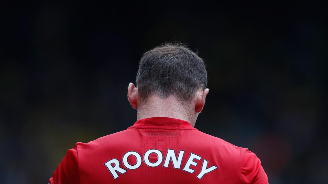 Manchester United's English striker Wayne Rooney walks from the pitch after losing the English Premier League football match between Watford and Manchester United at Vicarage Road Stadium in Watford, north of London on September 18, 2016. Adrian DENNIS / AFP