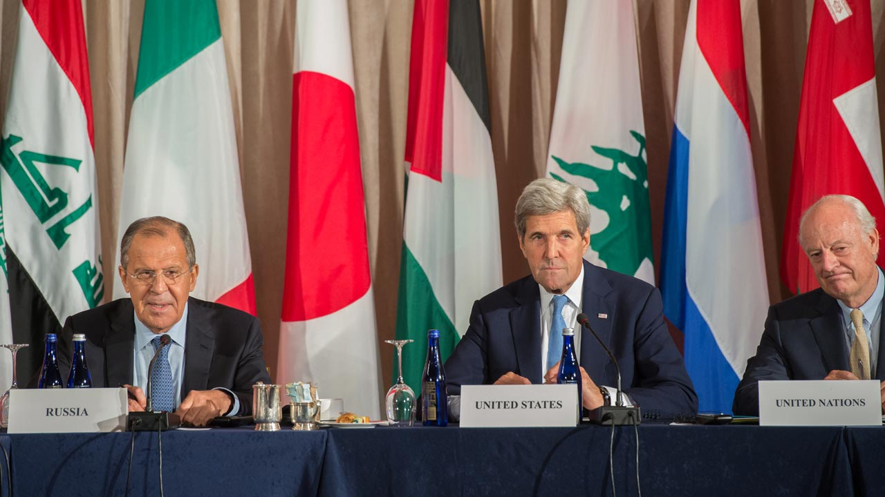 Russian Foreign Minister Sergei Lavrov (L) US Secretary of State John Kerry (C) and United Nations Special Envoy for Syria Staffan Mistura attend the International Syria Support Group meeting, September 22, 2016 in New York. Bryan R. Smith / AFP