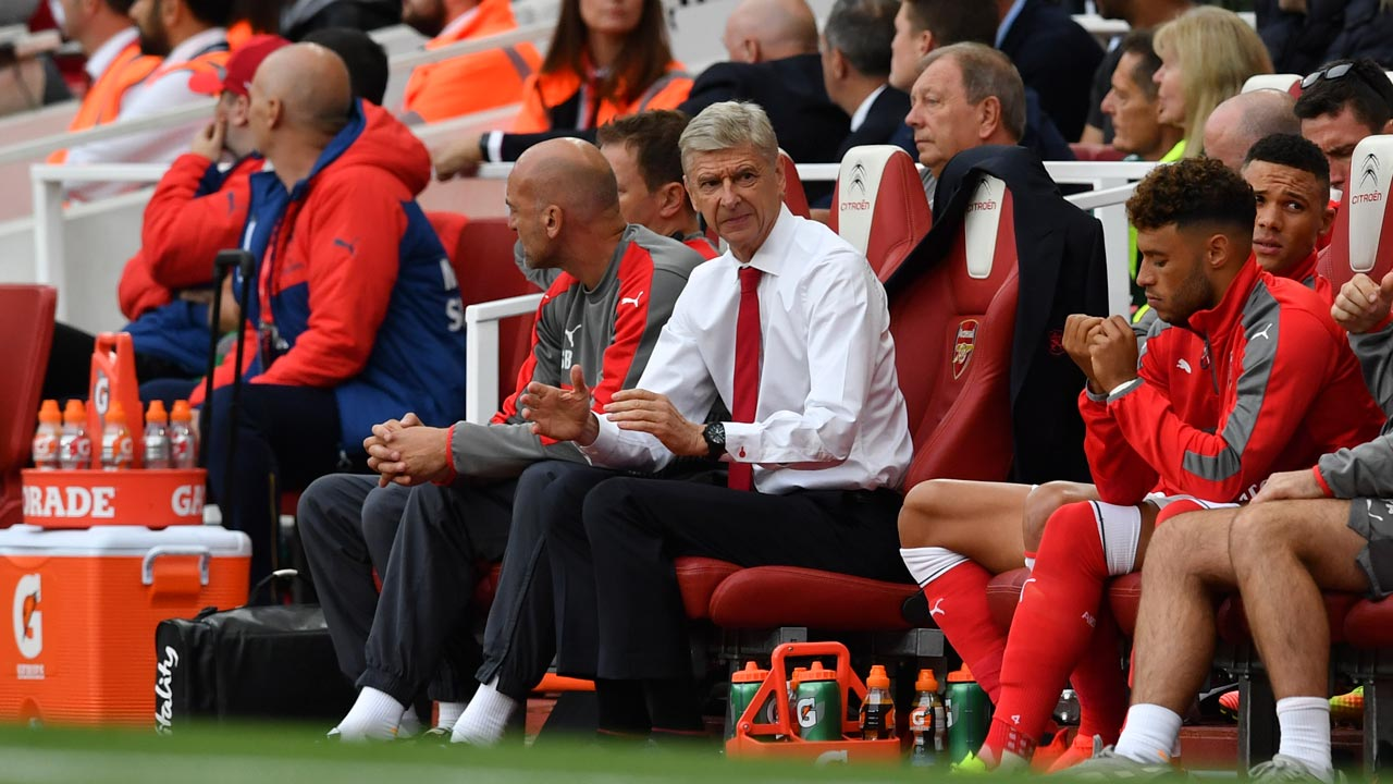 Arsenal's French manager Arsene Wenger (C) sits in the team dugout during the English Premier League football match between Arsenal and Chelsea at the Emirates Stadium in London on September 24, 2016. Ben STANSALL / AFP