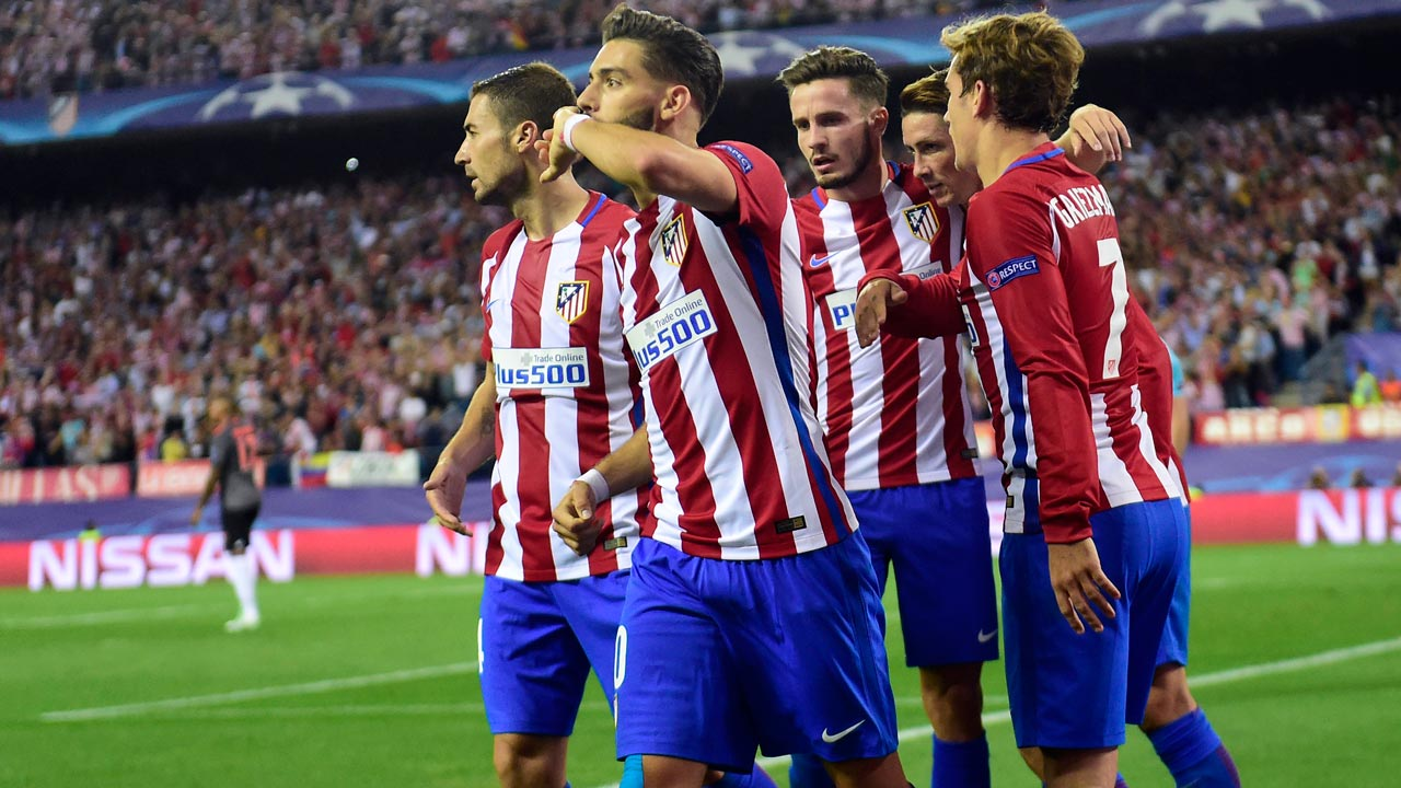 Atletico Madrid's Belgian midfielder Yannick Ferreira Carrasco (2ndL) celebrates with teammates after scoring during the UEFA Champions League Group D football match Club Atletico de Madrid vs FC Bayern Munich at the Vicente Calderon stadium in Madrid on September 28, 2016. PIERRE-PHILIPPE MARCOU / AFP