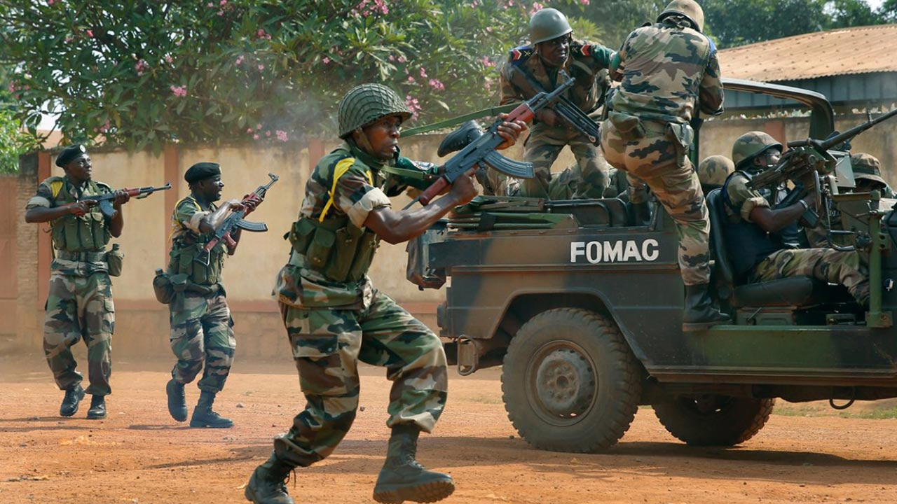 Militia fighters in the Central African Republic have killed at least 20 people and wounded several more in attacks in the centre of the country.