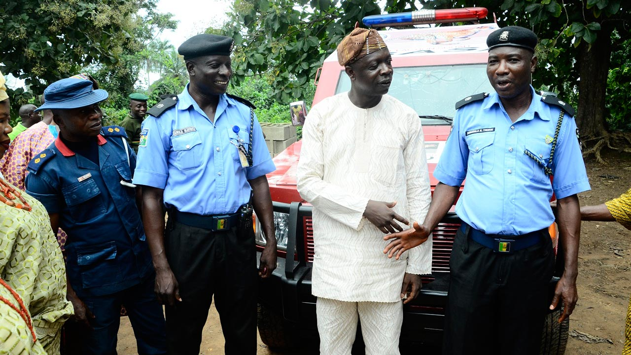 Sunmonu Tajudeen, of the Nigeria Security and Civil Defence Corps (left); Officer-in-Charge, Special Anti Robbery Squad, Osun State Police Command, Adediji Olufemi; member representing Obokun State Constituency, at the of Osun State House of Assembly, Olatunbosun Oyintiloye, Divisional Police Officer, Obokun Local Council, Durodola Taofik, during the presentation of Armored Personnel Carrier (APC) to Obokun Police Division, in Ibokun on Friday.