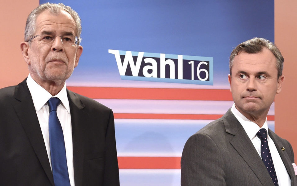(FILES) This file photo taken on May 22, 2016 shows Austrian presidential candidates Alexander Van der Bellen (L) of the Greens and Norbert Hofer (R) of the Austrian Freedom party attending a television discussion after the second round of the Austrian presidential elections at the Hofburg palace in Vienna. The re-run of Austria's presidential election on October 2, 2016 needs to be postponed because of problems with glue on postal votes not sticking, the interior minister said on September 12, 2016. / AFP PHOTO / APA / HELMUT FOHRINGER