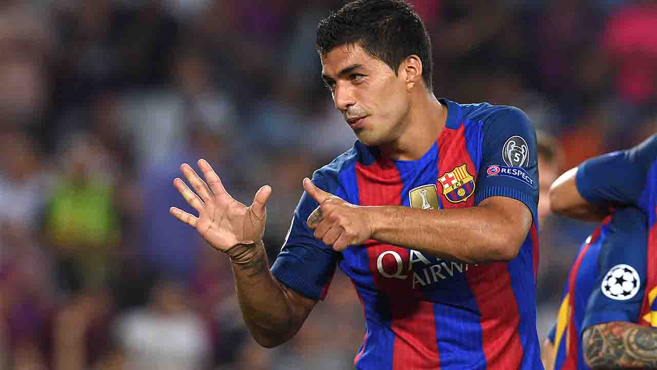 Barcelona's Uruguayan forward Luis Suarez celebrates a goal during the UEFA Champions League football match FC Barcelona vs Celtic FC at the Camp Nou stadium in Barcelona on September 13, 2016. / AFP PHOTO / LLUIS GENE
