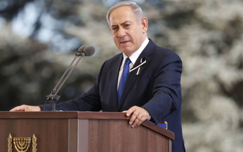Israeli Prime Minister Benjamin Netanyahu delivers a speech during the funeral of former Israeli president and Nobel Peace Prize winner Shimon Peres at Jerusalem's Mount Herzl national cemetery on September 30, 2016. Peres's death on September 28 at age 93 after suffering a major stroke triggered an outpouring of grief and tributes that hailed the Israeli ex-president's transformation from hawk to fervent peace advocate. / AFP PHOTO / Thomas COEX