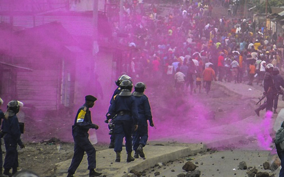 Flares are launched by DRCongo Police forces / AFP PHOTO / Mustafa MULOPWE