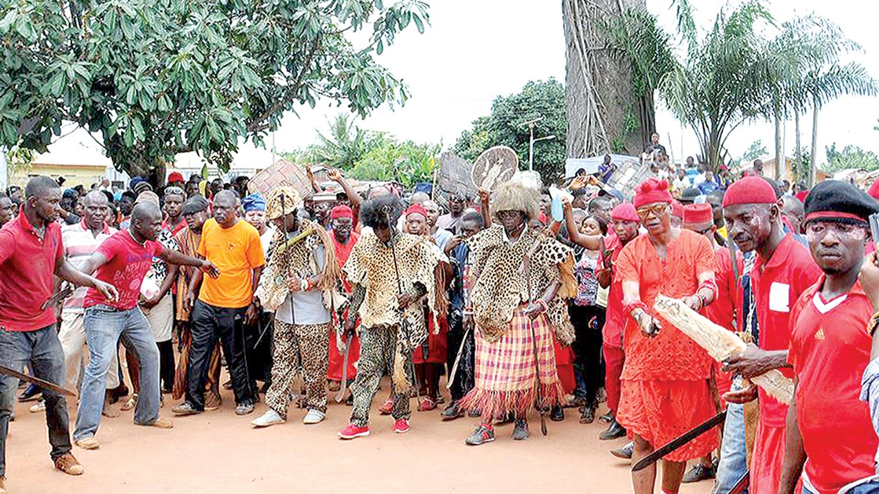 The Onotu Chiefs performing the war dance