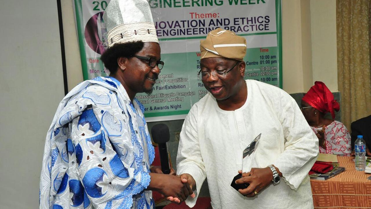 Chairman, Nigerian Society of Engineers,(NSE) Ikeja Branch,  Adeolu Ogundare (left); presenting an award to the special guest of honour, Lagos State Commissioner for Works & infrastructure, Ganiyu Johnson at the NSE 2016 Engineering Week Dinner and Awards Night in Lagos State.