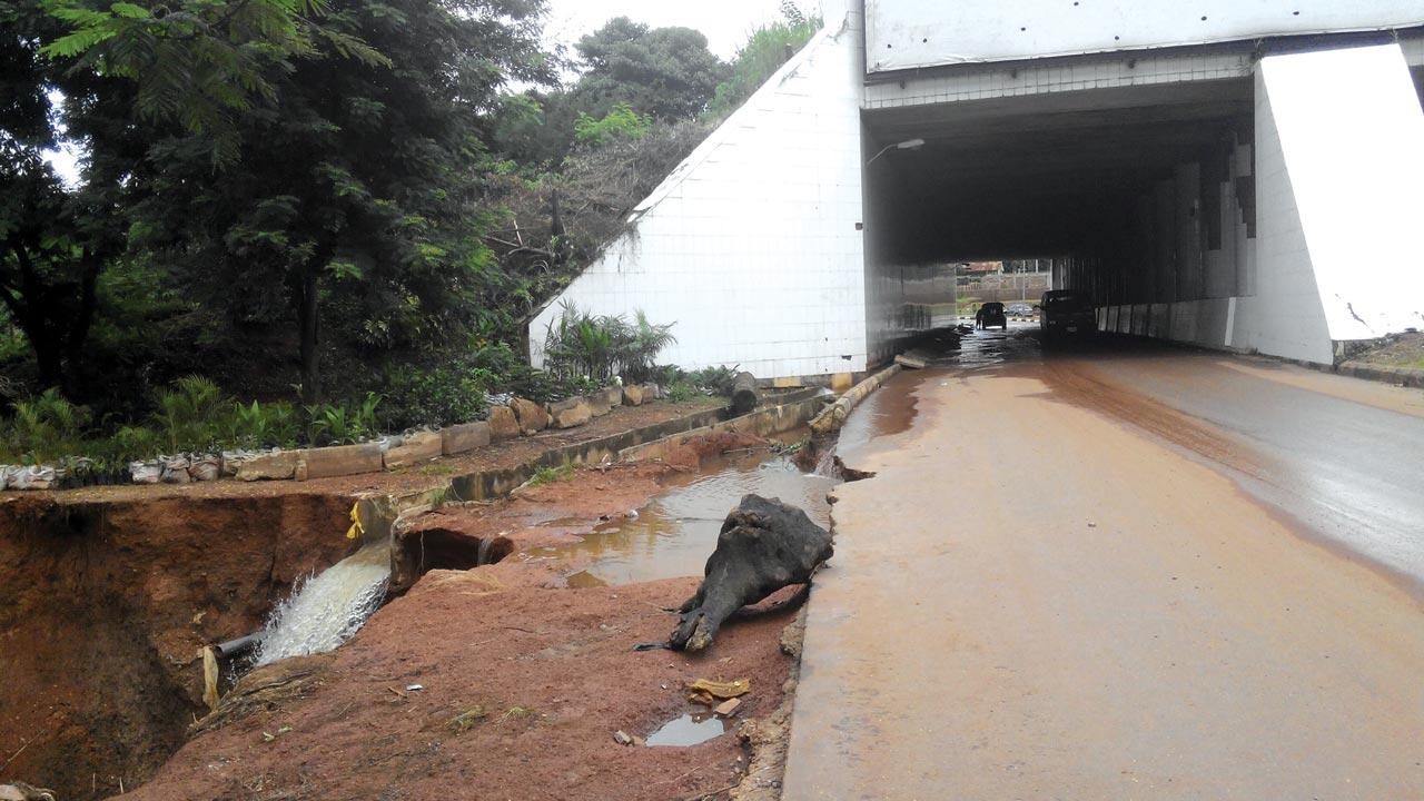 Ebeano Tunnel, Enugu, threatened by erosion, yesterday PHOTO: LAWRENCENJOKU