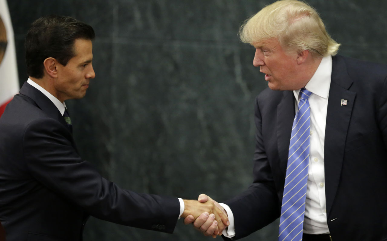 Mexican President Enrique Pena Nieto (L) and US presidential candidate Donald Trump shake hands after a meeting in Mexico City on August 31, 2016. Donald Trump was expected in Mexico Wednesday to meet its president, in a move aimed at showing that despite the Republican White House hopeful's hardline opposition to illegal immigration he is no close-minded xenophobe. Trump stunned the political establishment when he announced late Tuesday that he was making the surprise trip south of the border to meet with President Enrique Pena Nieto, a sharp Trump critic. / AFP PHOTO / YURI CORTEZ