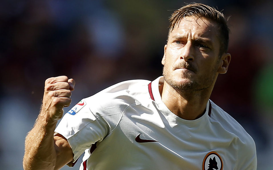 "AS Roma's forward Francesco Totti celebrates after scoring a goal during the Italian Serie A football match between Torino and AS Roma at the ""Grande Torino"" Stadium in Turin on September 25, 2016. / AFP PHOTO / MARCO BERTORELLO"