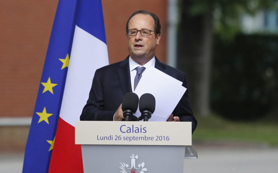 "French President Francois Hollande delivers a speech during a visit to the Gendarmerie of Calais, northern France, on September 26, 2016. French President Francois Hollande said on a visit to the port of Calais Monday that the sprawling ""Jungle"" migrant camp would be ""definitively dismantled"" under a plan to relocate the migrants to centres around the country. Hollande visits Calais, the northern French port which is home to the sprawling ""Jungle"" migrant camp, where he is scheduled today to meet police, local officials and business representatives. / AFP PHOTO / POOL / THIBAULT VANDERMERSCH"