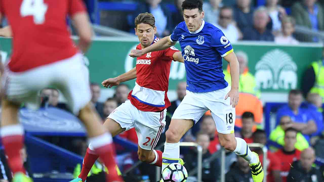 Middlesbrough's Uruguayan midfielder Gaston RamÌrez (L) vies with Everton's English midfielder Gareth Barry during the English Premier League football match between Everton and Middlesbrough at Goodison Park in Liverpool, north west England on September 17, 2016. / AFP PHOTO / ANTHONY DEVLIN / RESTRICTED TO EDITORIAL USE. No use with unauthorized audio, video, data, fixture lists, club/league logos or 'live' services. Online in-match use limited to 75 images, no video emulation. No use in betting, games or single club/league/player publications. /