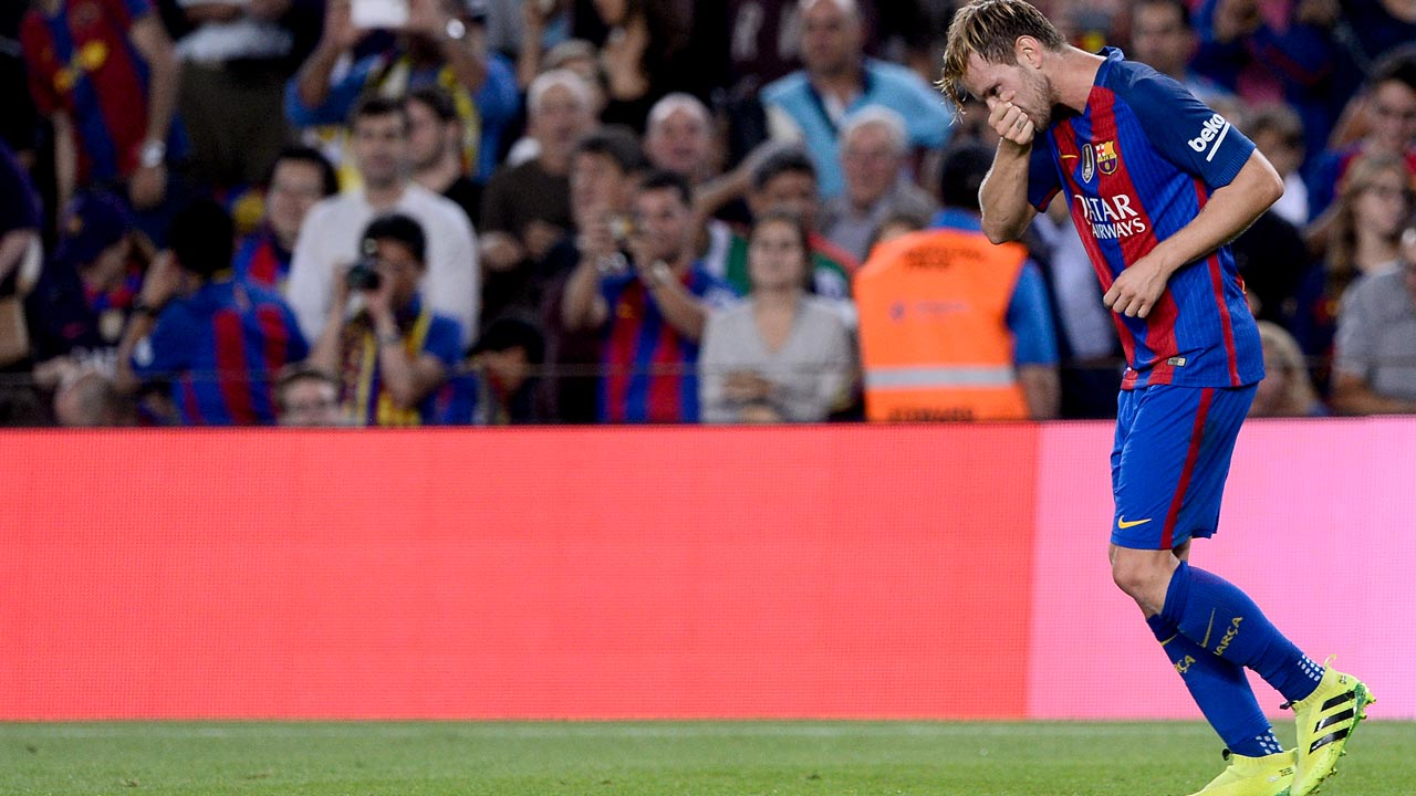 Barcelona's Croatian midfielder Ivan Rakitic celebrates a goal during the Spanish league football match FC Barcelona vs Club Atletico de Madrid at the Camp Nou stadium in Barcelona on September 21, 2016.  JOSEP LAGO / AFP