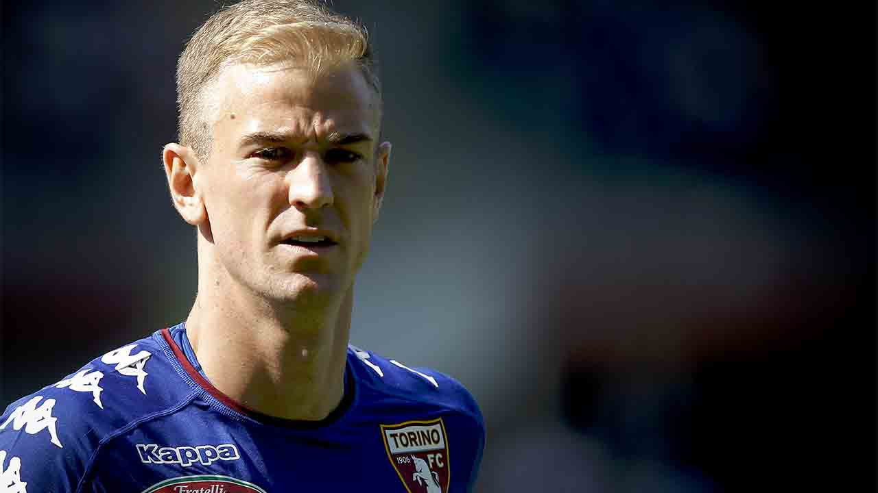 "Torino's English goalkeeper Joe Hart attends the Italian Serie A football match between Torino and AS Roma at the ""Grande Torino"" Stadium in Turin on September 25, 2016. / AFP PHOTO / MARCO BERTORELLO"