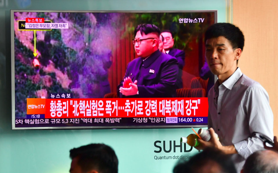 "People watch a television news report, showing file footage of North Korean leader Kim Jong-Un, at a railway station in Seoul on September 9, 2016. North Korea claimed September 9 it has successfully tested a nuclear warhead that could be mounted on a missile, drawing condemnation from the South over the ""maniacal recklessness"" of young ruler Kim Jong-Un. / AFP PHOTO / JUNG YEON-JE"