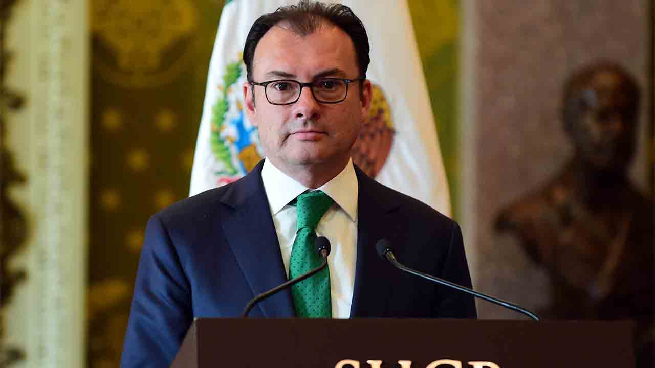 Mexico's resigning Secretary of Finance Luis Videgaray during a press conference at the Palacio Nacional in Mexico City on September 7, 2016. Mexico's finance minister Luis Videgaray stepped down on Wednesday, a surprise move that follows his reported key role in Donald Trump's controversial meeting with President Enrique Pena Nieto.  / AFP PHOTO / ALFREDO ESTRELLA