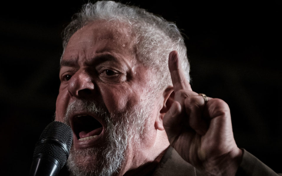 Brazil's former President Luiz Inacio Lula da Silva speaks during the campaign of Rio de Janeiro mayoral candidate Jandira Feghali from Communist Party of Brazil (PCdoB) in Rio de Janeiro on September 26, 2016. Lula hinted strongly at seeking a return to power on September 26 in a fiery speech that dismissed corruption charges against him as persecution. / AFP PHOTO / YASUYOSHI CHIBA