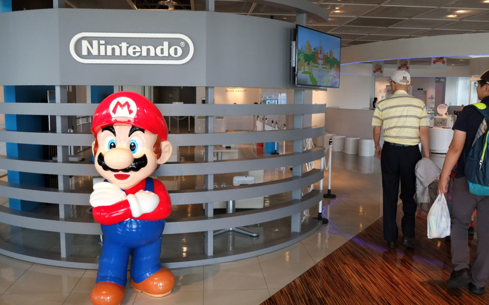 The logo of Japanese gaming giant Nintendo and its game character Super Mario are displayed at a show room in Tokyo on September 8, 2016. Tokyo stocks slipped on the morning of September 8, as soft Japanese growth data left investors guessing about the chances of more central bank stimulus, but Nintendo soared on news of a Super Mario game tie-up with Apple. / AFP PHOTO / KAZUHIRO NOGI