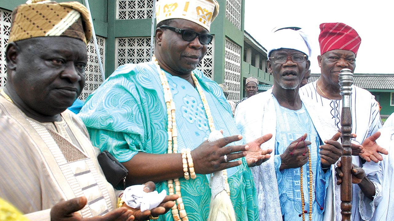 Otunba of Itire, Tajudeen Odubiyi (left); Onitire of Itire, Oba Lateef Abayomi Akanbi Dauda, Chief Imam of Itire, Alhaji Kazeem Onipele Saheed and Chief Rasaq Dauda at Ansar- Ud-Deen Mosque Praying ground ...yesterday