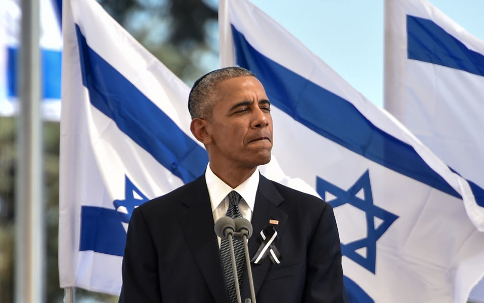 US President Barack Obama speaks during the funeral of former Israeli president and prime minister Shimon Peres at Jerusalem's Mount Herzl national cemetery on September 30, 2016. World leaders bid farewell to Israeli elder statesman and Nobel Peace laureate Shimon Peres at his funeral in Jerusalem, with US President Barack Obama hailing him as a giant of the 20th century. / AFP PHOTO / NICHOLAS KAMM