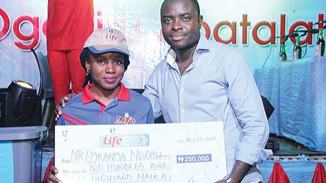 One of the lcky winners,Nwobi with Funso Ayeni during the prize presentation.