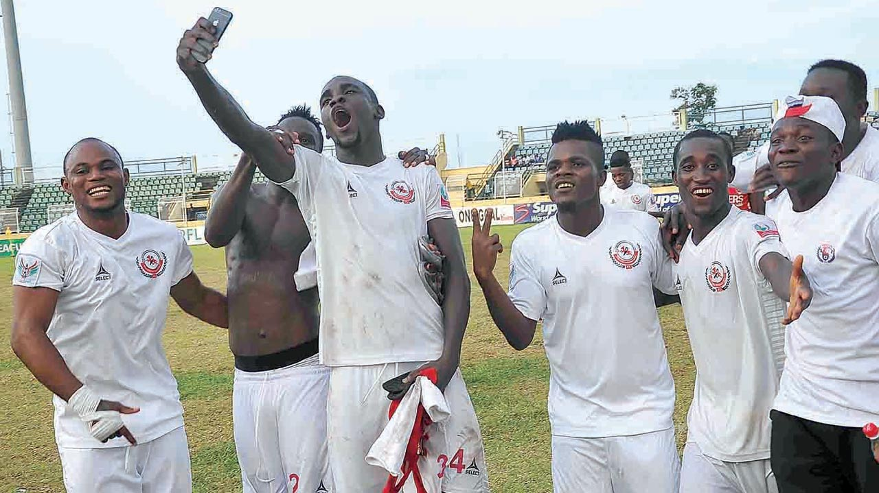 Enugu Rangers' players celebrating their 2-1 defeat of Ikorodu United.      PHOTO: LMC.