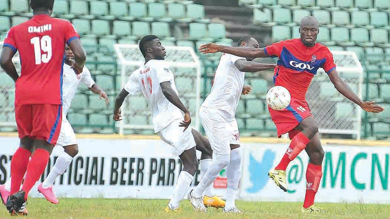 Rangers International (white shirt) beat Ikorodu United 2-1 in Abeokuta to set the tone for a final day hurray in Enugu….on Sunday. PHOTO: LMC