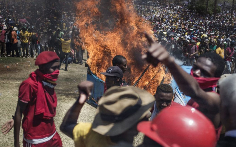 South African students clash with police to protest against the increase in university fees outside in Pretoria (AFP Photo/John Wessels)