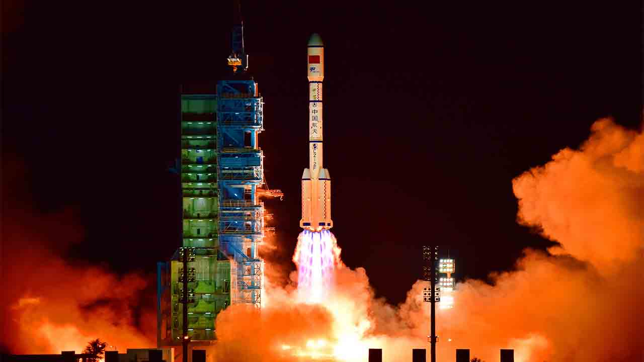China's Tiangong 2 space lab is launched on a Long March-2F rocket from the Jiuquan Satellite Launch Center in the Gobi Desert, in China's Gansu province, on September 15, 2016. China launched its second space lab on September 15, as the Communist country works towards setting up its own space station.  CHINA OUT     AFP PHOTO / AFP PHOTO / -