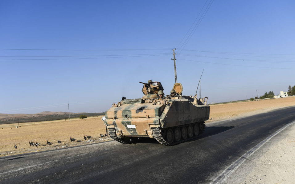 This picture taken on September 1, 2016 in the Turkish-Syrian border town of Karkamis, in the southern region of Gaziantep, shows a Turkish army tank driving to the Syrian-Turkish border town of Jarabulus. Turkey denied a US claim it had agreed a truce with a Kurdish militia targeted as part of its week-old intervention in Syria but Turkish-backed fighters confirmed a lull in the fighting. In an unprecedented operation, Turkey sent tanks into Syria to help Arab rebels clear the border area of Islamic State (IS) jihadists and halt the westward advance of a US-backed Kurdish militia, which Ankara sees as a terrorist group.  / AFP PHOTO / BULENT KILIC