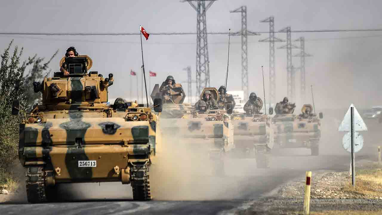 (FILES) This file photo taken around 5 kilometres west from the Turkish Syrian border city of Karkamis in the southern region of Gaziantep shows Turkish Army tanks driving to the Syrian Turkish border town of Jarabulus. Turkey's week-old cross-border operation in Syria could become a drawn-out affair that stokes tensions with Washington if Ankara continues to take the fight to US-backed Kurdish fighters, analysts say. / AFP PHOTO / BULENT KILIC
