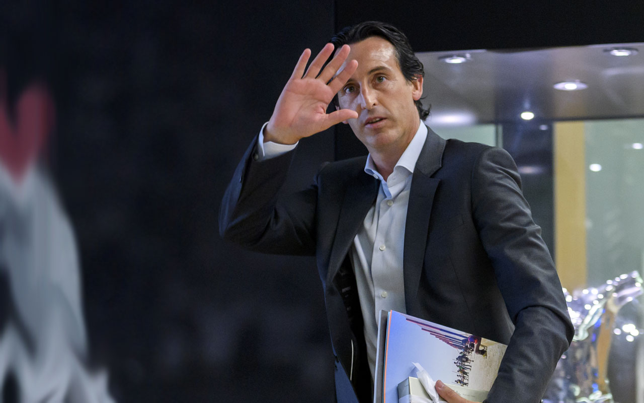 Paris Saint Germain's coach Unai Emery gestures after a meeting of the Elite football Club Coaches Forum at the UEFA headquarters in Nyon, on August 31, 2016. / AFP PHOTO / FABRICE COFFRINI
