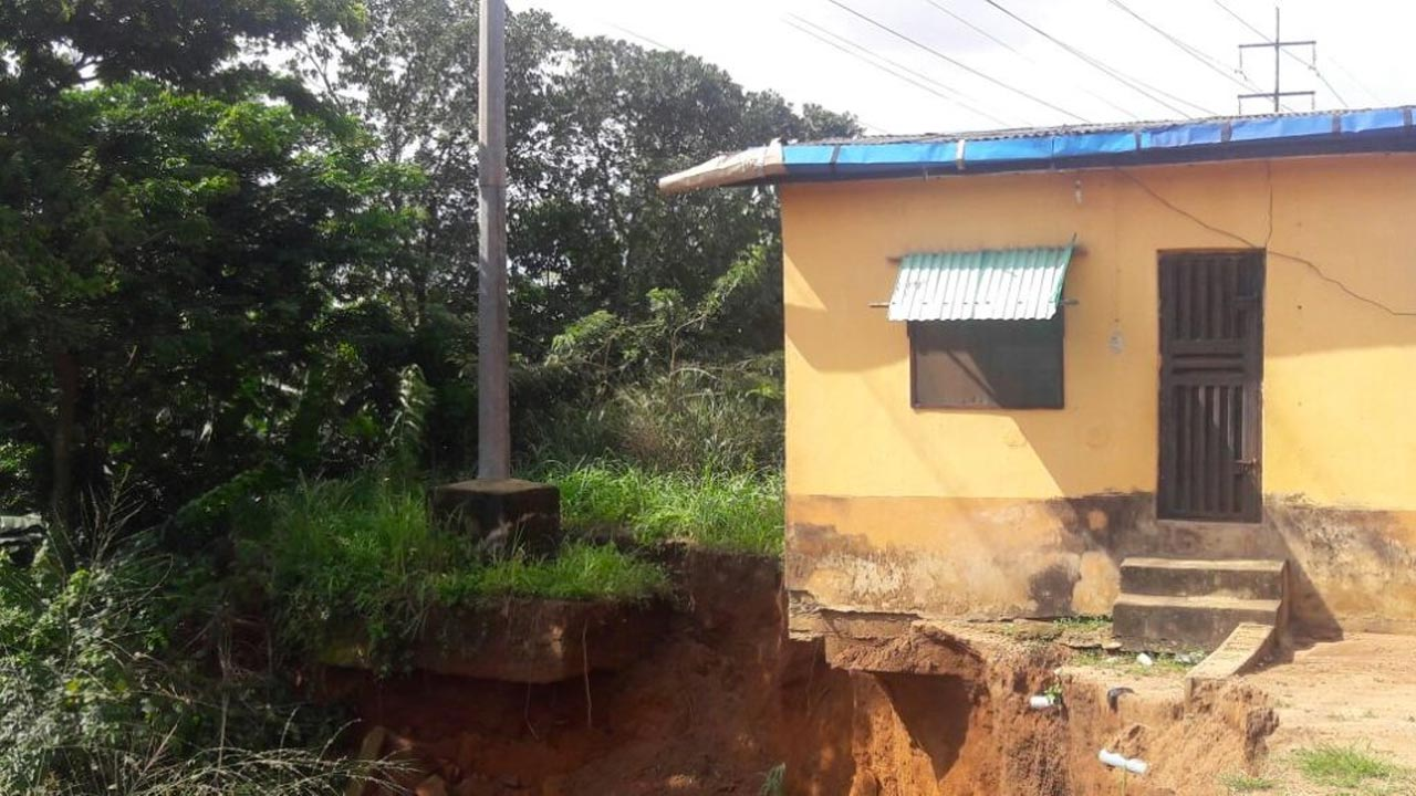 Erosion threatens high tension pole in Shagari Federal Low Cost Housing Estate, Iyana Ipaja, Lagos. PHOTO: NAN