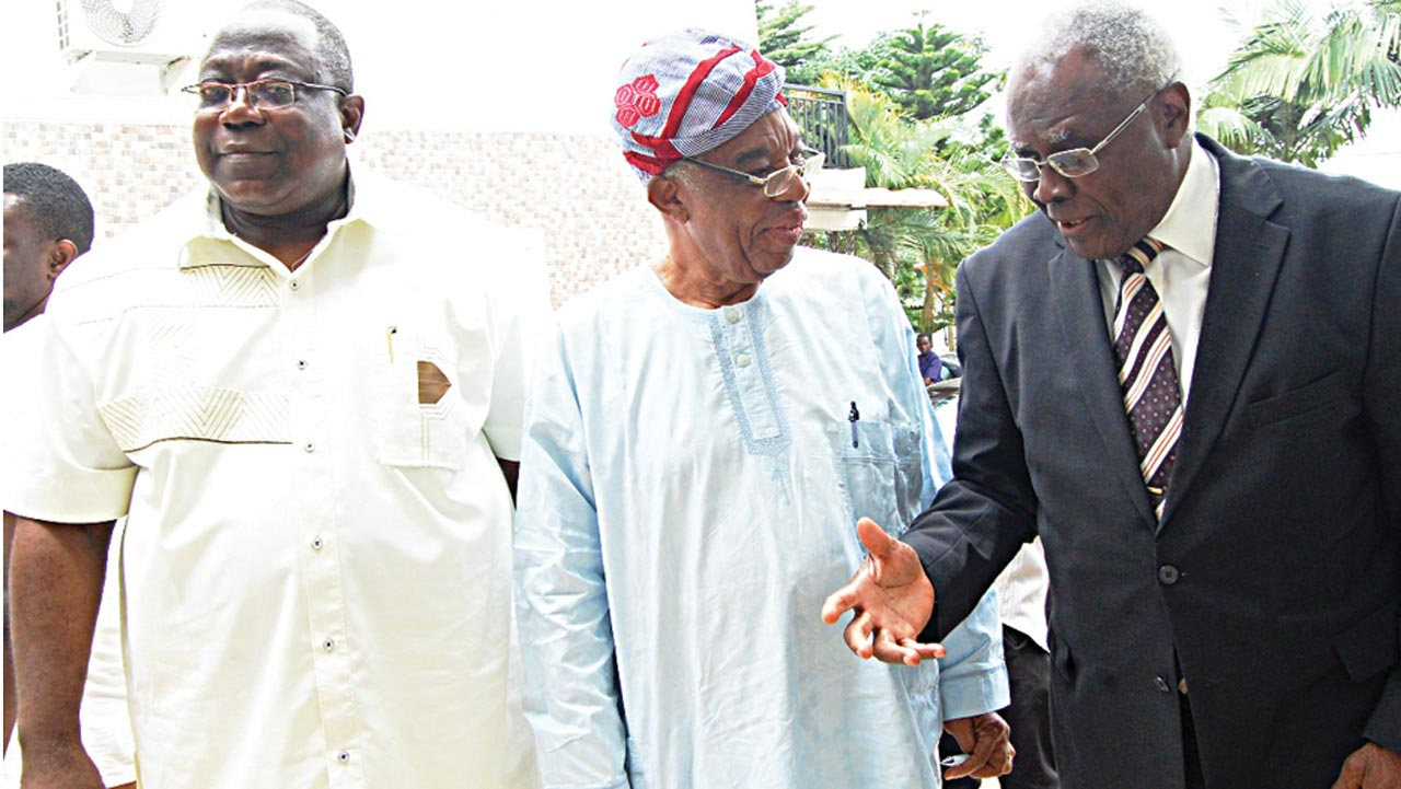 Chairman, Ibadan School of Government and Public Policy (ISGPP); Prof. Akin Mabogunje (left); former President, Nigerian Academy of Science, Prof. Gabriel Ogunmola and Executive Vice President, ISGPP, Dr. Tunji Olaopa at the inauguration of Public Policy Group of ISGPP in Ibadan…yesterday. PHOTO: NAJEEM RAHEEM