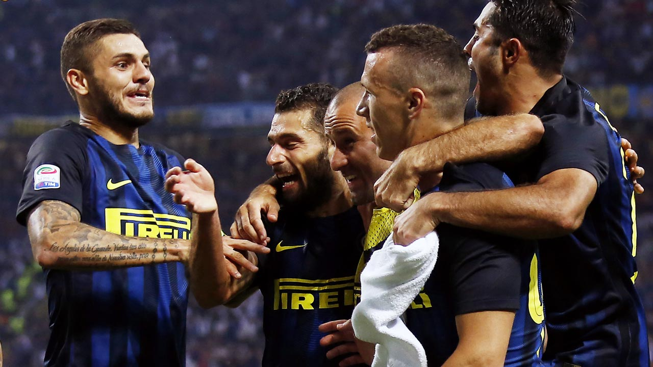 nter Milan's forward Ivan Perisic from Croatia (2R) celebrates after scoring with Inter Milan's forward Mauro Emanuel Icardi from Argentina (L) during the Italian Serie A football match Inter Milan vs Juventus on September 18, 2016 at the 'San Siro Stadium' in Milan. MARCO BERTORELLO / AFP
