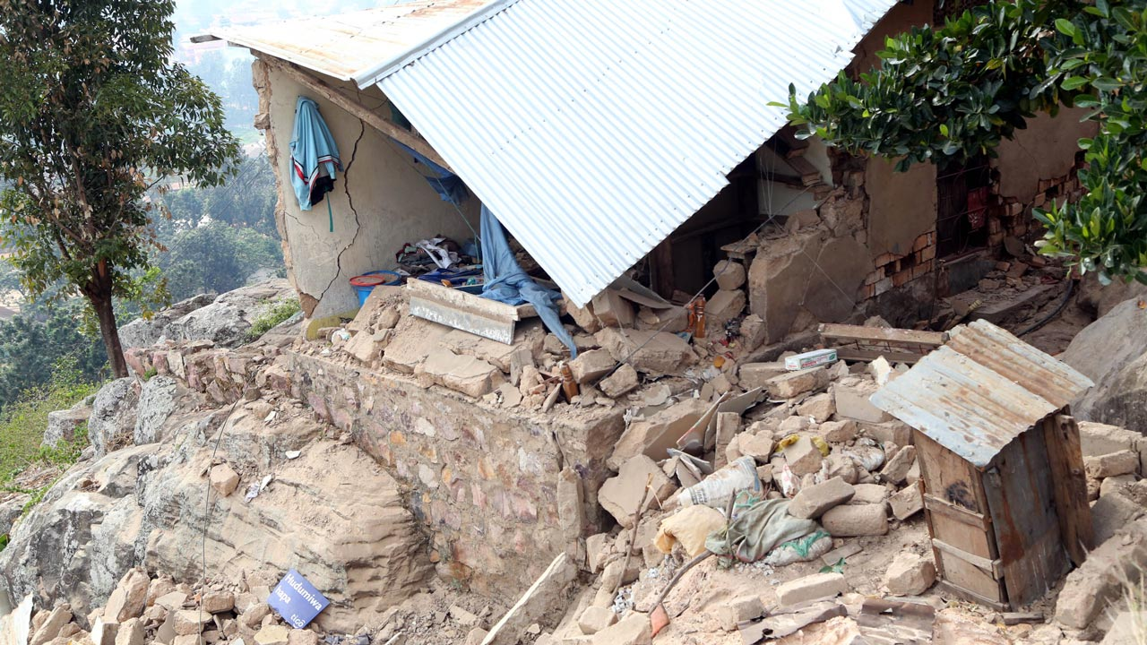 This photo taken on September 10, 2016 in the Bukoba region, northwest Tanzania, shows houses damaged following an earthquake measured 5.7 magnitude which struck the country's Lake Zone. The 10 km depth quake left 14 people dead and more than 200 people injured some of them seriously, according to Bukoba District Commissioner, Deodatus Kinawilo. PHOTO: STR / AFP