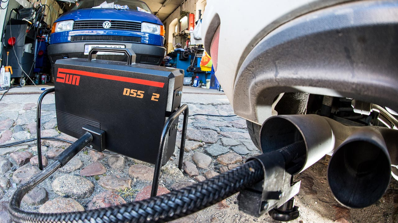 (FILES) This file photo taken on October 1, 2015 in a car workshop in Frankfurt an der Oder, eastern Germany, shows a measuring tube sticking in the exhaust pipe of a Volkswagen Golf 2,0 TDI car during an emissions test. German car giant Volkswagen is the target of 1,400 legal cases from investors claiming a total of 8.2 billion euros in compensation over its emissions cheating scandal, the state court in Brunswick said in a statement on September 21, 2016. Patrick Pleul / dpa / AFP