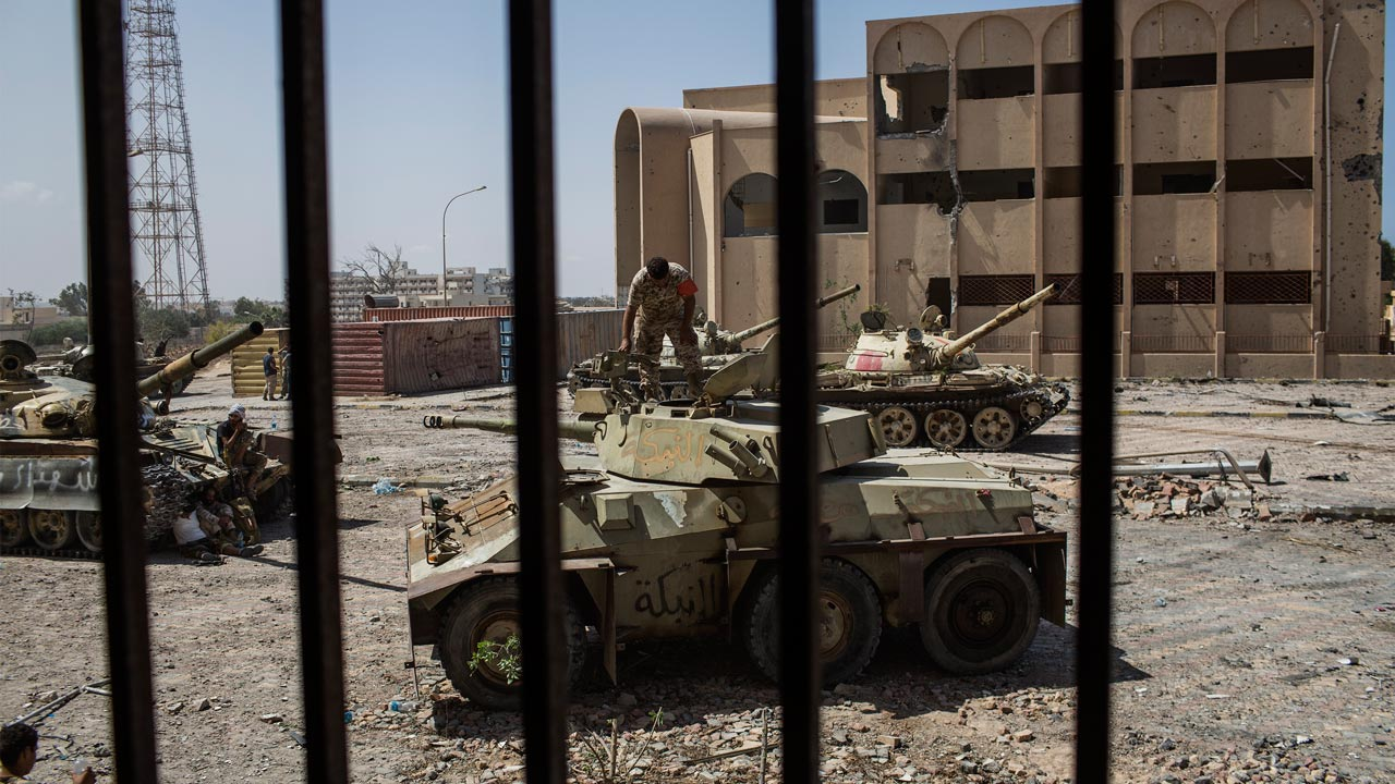 Libyan forces' tanks, affiliated to the country's Government of National Accord, are seen getting ready for action during fighting against the Islamic State (IS) in Sirte on September 22, 2016. Ten jihadists and nine pro-government fighters died in clashes around the last positions of the Islamic State group in the Libyan coastal city of Sirte, 450 kilometres (280 miles) east of the Libyan capital Tripoli, medical and military sources said. Fabio Bucciarelli / AFP