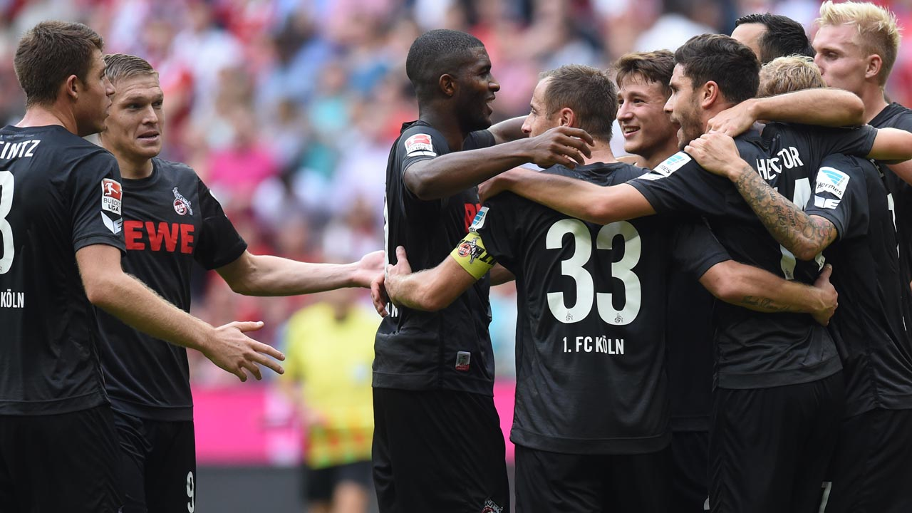 Cologne's players celebrate after the German first division Bundesliga football match between FC Bayern Munich and 1 FC Cologne in Munich, southern Germany, on October 1, 2016. CHRISTOF STACHE / AFP