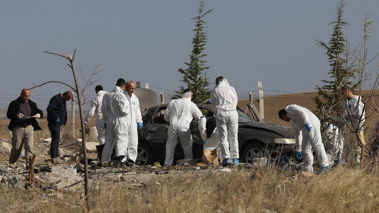 Police forensic officers work at the scene of a suicide bombing in Haymana, in the outskirts of the capital Ankara, on October 8, 2016. Two suicide bombers detonated their explosives during a police operation in the Turkish capital Ankara on October 8 after officers called on the suspects to surrender, state media reported. They set off the car bomb they had prepared, the official Anadolu news agency said, adding that the two suspects were dead. ADEM ALTAN / AFP