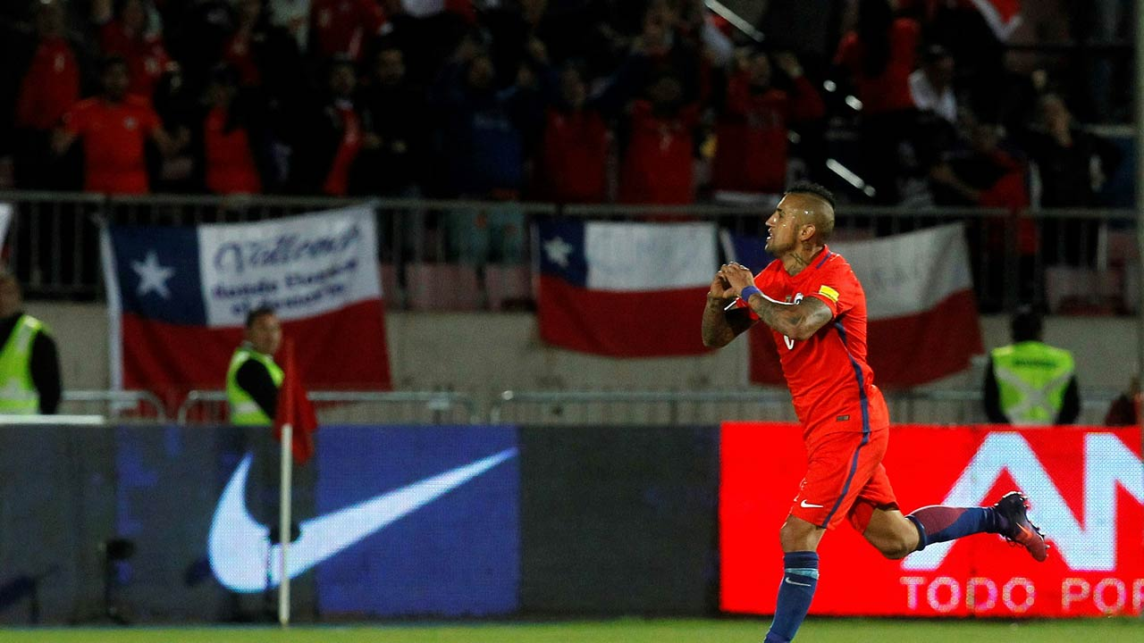 Chile's midfielder Arturo Vidal celebrates after scoring against Peru during their Russia 2018 World Cup qualifier football match in Santiago, on October 11, 2016. Claudio Reyes / AFP